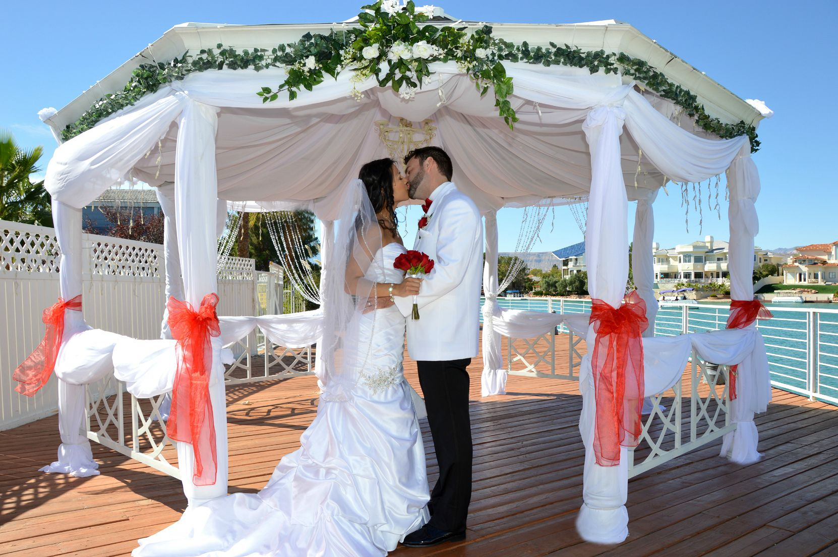 Interested In Outdoor Vegas Weddings? Check Venues From