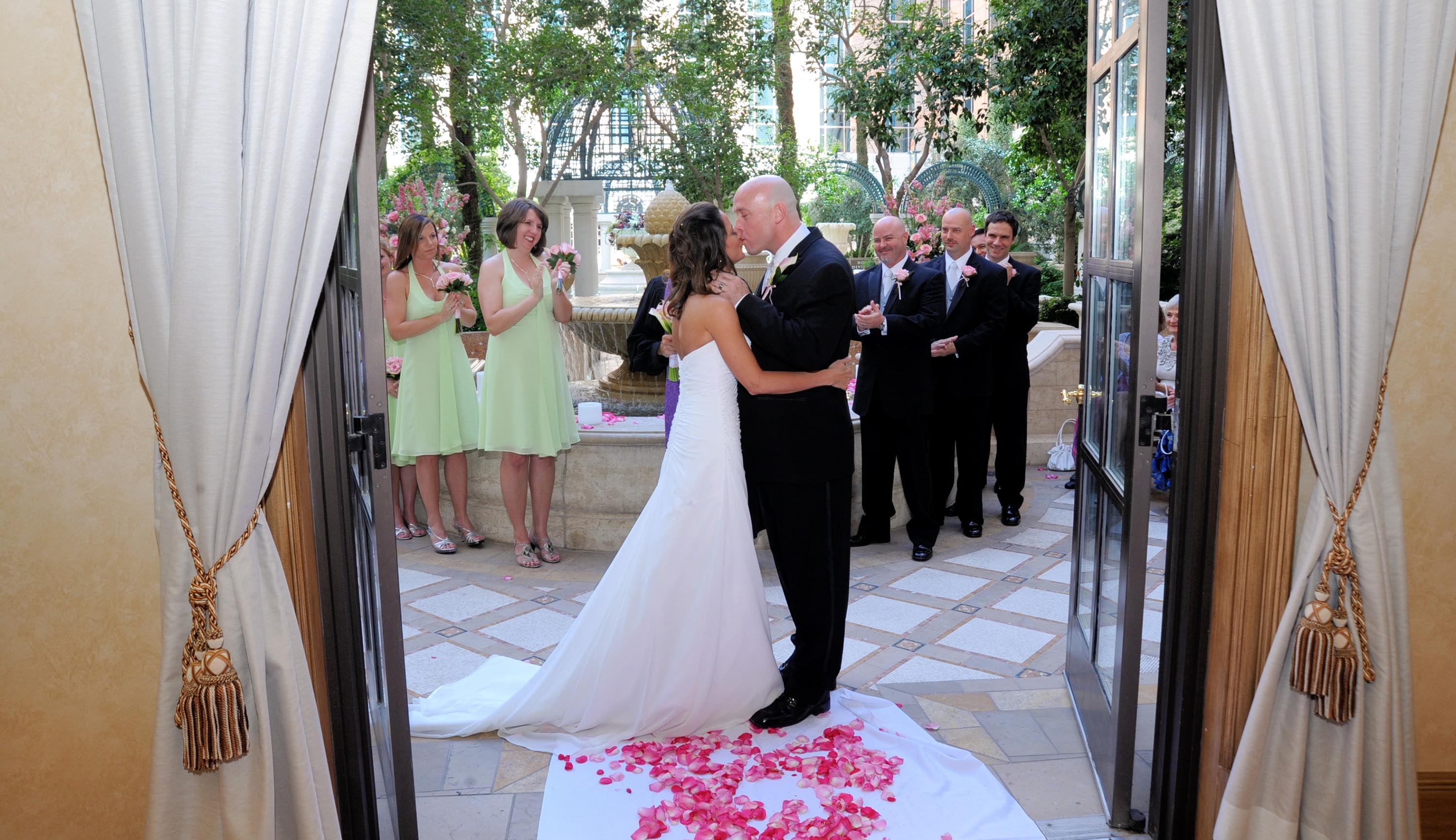 Want to have your wedding at venetian in las vegas nv for Wedding venues near las vegas nv